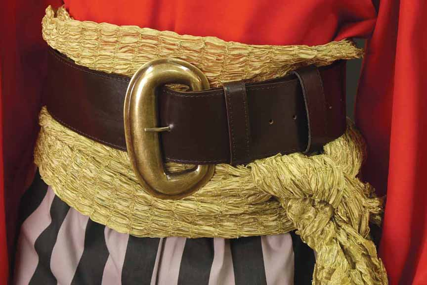 Wide Pirate Belt in brown leather with brass buckle.