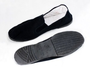 Mans Renaissance style slip-on shoe in black cotton canvas with rubber sole